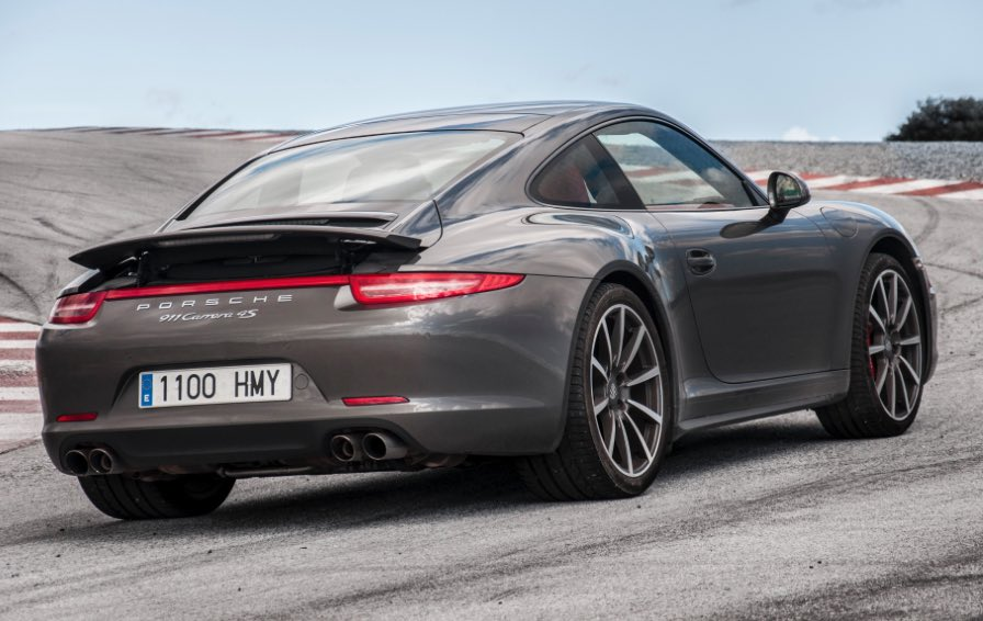 Porsche-911-Carrera-4S-photo