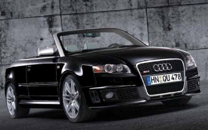 Audi-RS4-Cabriolet-noire-photo